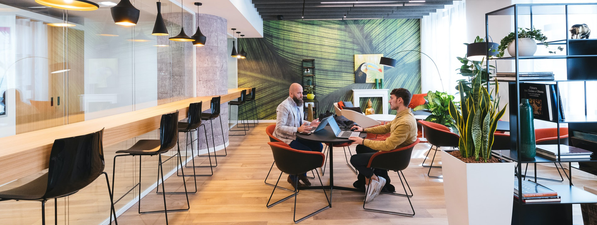ultrawide-office-meeting-2