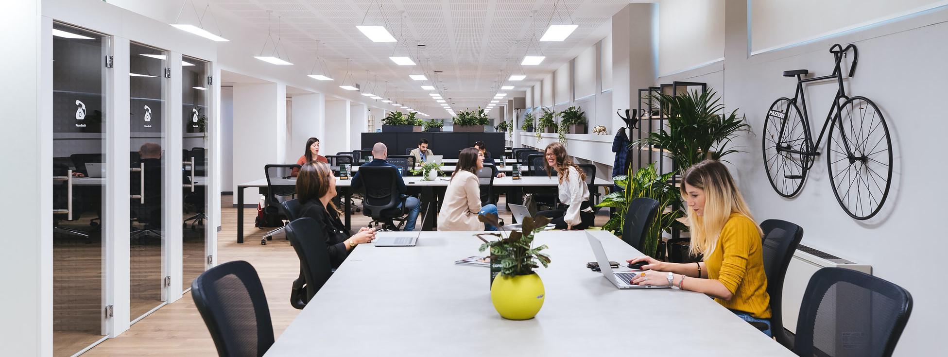 ultrawide-office-meeting